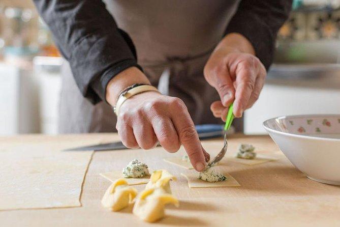 Pasta Masterclass with a Local in Bologna, Bolonia, ITALIA