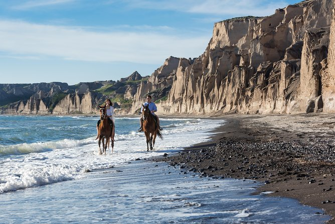 Its best feature is the white & brown cliffs that encircle it. They have been naturally sculptured by the waves and the wind over the years and they create one of the most unreal sceneries that you will explore with the horse. <br>