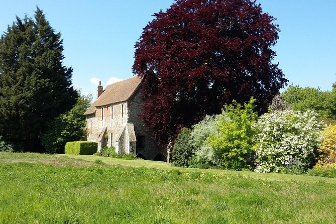 This Private Walking Tour will bring Canterbury and the murder of Thomas Becket to life! Find out what life would have been like as a pilgrim travelling to Canterbury. Make your own Canterbury Tale as you travel through time and discover this beautiful small walled city - a real gem in the Garden of England.