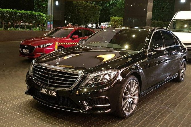 Receive Melbourne airport transfers to hotels in Melbourne CBD, South bank, South Yarra and st Kilda in style & comfort with our luxury chauffeur service. We offer an affordable price with premium service. Choose from a wide range of our luxury cars for your private Airport pickup and drop off.