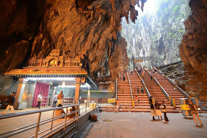 A short distant from the city outskirt is Batu Caves – a massive limestone outcrop with its interior dominated by a sacred Hindu shrine lined with different deities, located deep inside the high caverns which take 272 steps to reach. Outside the caves, marvel at the 43m high golden statue of Lord Murugan. Tour also include a visit to a traditional Malaysian Batik Centre to see how Batik is printed or hand-drawn using wax and dye, and Royal Selangor Pewter Visitor Centre to witness the making of pewterware – Malaysian's most distinctive craft. <br>Note: Driver/guide may not able to accompany guests in climbing up the caves, narration will be given in any case.
