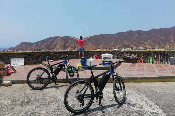 """Enjoy a 5 hour guided tour to """"Playa Grande"""" near the fishing village of Taganga. Cross the market square of Santa Marta and appreciate the beautiful view of the bay of Taganga. After riding the electric bike, we take a kayak to go to """"Playa Grande"""", and we will see other small fishing beaches to allow us to take several breaks. Back to the beach of Taganga, we will enjoy a typical Caribbean lunch in one of the kiosks located on the pier. After a final pick up from the village, we will return to our shop in the historical center by the same route. Join us and feel the trip !!"""