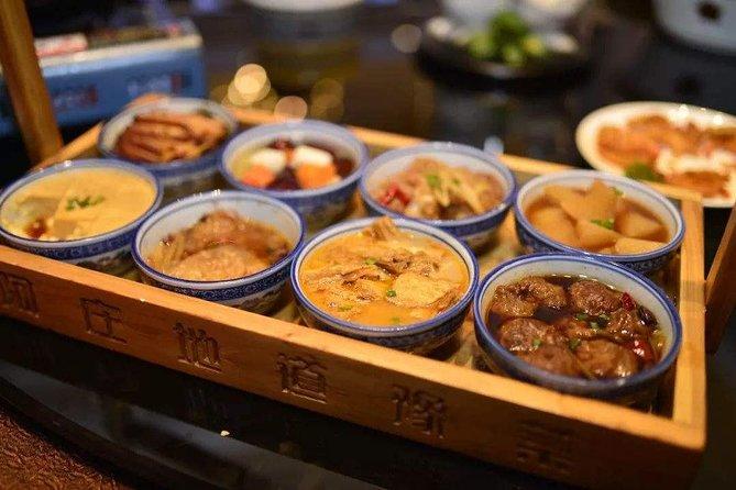 MÁS FOTOS, Zhengzhou Erqi Square and Night Markets Private Tour including Dinner