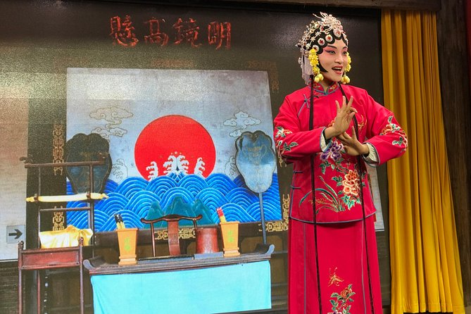 While in Zhengzhou, don't miss this opportunity to enjoy the delicious local cuisine and opera in the upscale restaurant.You will be picked up from your hotel in Zhengzhou, travel by private vehicle to the restaurant, enjoy traditional decoration, watch the actress to put their make up on. Then visit thetea shop in the lobby. Enjoy few typical local dishes with tea in theprivate room, followed by20 minutes Henan Opera. After dinner, based on your interests,you can choose to visit Erqi Square or Guangcailu Snack street or back to your hotel in Zhengzhou.This private night tour includes English speaking tour guide and private vehicle, dinner withhotel pick up and drop off.