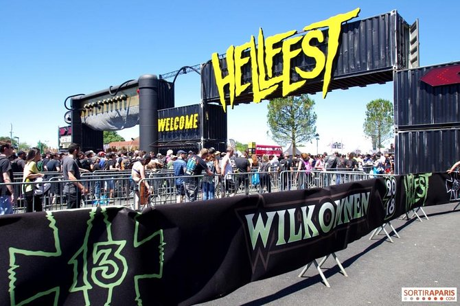 Special hellfest transfer for group of 8 people.<br><br>Do not get tired with delays and problems in public transport. Our driver will meet you at the airport and will drive you quickly and safely to Helllfest Clisson.