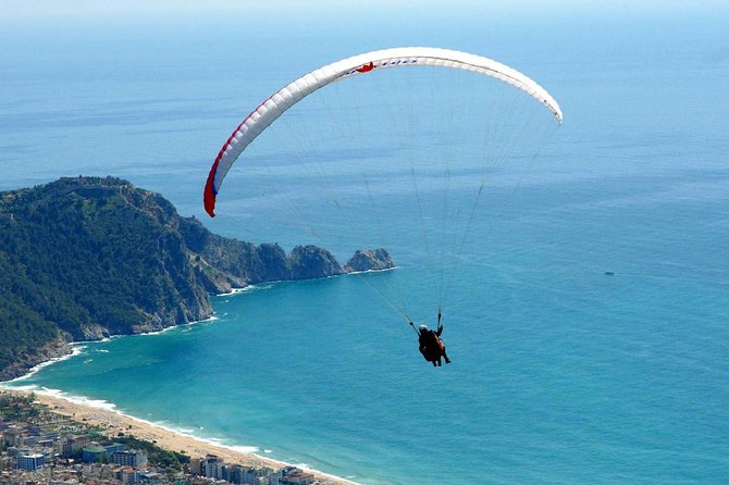 Jump from an approximate 1200 feet with the Alanya Paragliding. First, go to the top of the Taurus mountains by 4×4 jeeps. After a briefing giving by professional instructors, run and jump gliding towards the sea and forest panorama.<br>