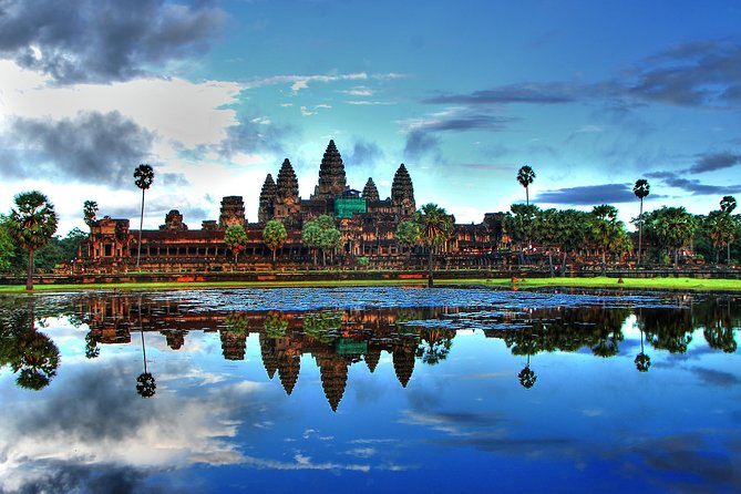Explore the most beautiful sights of Cambodia in this grand tour. Visit Angkor Wat, go on a trip to a floating village, and visit a Buddhist Monastery.<br><br>Day 1 - Angkor Wat, South Gate of Angkor Thom, Bayon, Ta Prohm, Banteay Srey, and Banteay Samre<br><br>Day 2 - Beng Mealea, Koh Ker, and Quad Bike Tour<br><br>Day 3 - Kulen Mountain<br><br>Day 4 - Tonle Sap River, Cambodian Countryside, and Siem Reap Town.