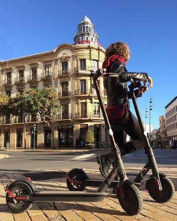"""El transporte ecológico es nuestra prioridad, y el alquiler de patinetes en Almería, nuestra oferta para mejorar los servicios de la ciudad y para confort de nuestros clientes a la hora de conocer Almería.<br><br>""""Para todo el que desee conocer y recorrer nuestra preciosa ciudad. Atrévete a moverte de una manera especial y divertida"""""""