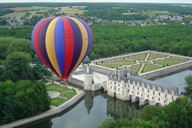 Float effortlessly through the skies in France and admire sweeping views over the Loire Valley on this 3-hour hot-air balloon ride. After helping your pilot inflate the hot-air balloon, step into the basket and drift high over the Loire Valley. Admire sweeping views over the scenery below, then toast your flight with a glass of Champagne on landing. Tour includes round-trip travel from Francueil, near Chenonceau.