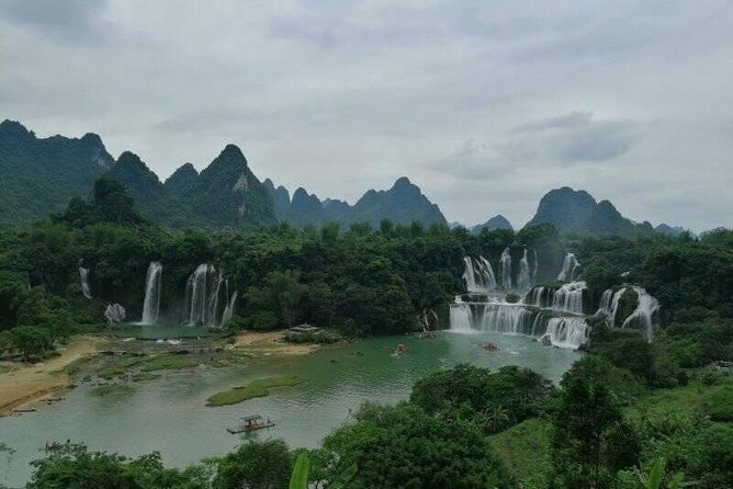 Visit highlights of Nanning including Detian Waterfall and with this private Detian Waterfall day tour.You will be picked up and dropped off from your Nanning hotel. <br><br>Note: From Nanning center hotel to Detain Waterfall need 3.5hrs driving each way.<br>