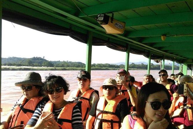 CHIANG MAI: White temple-Bann dam museum-Golden Triangle-Long Neck-Boat trip, Chiang Mai, Thailand