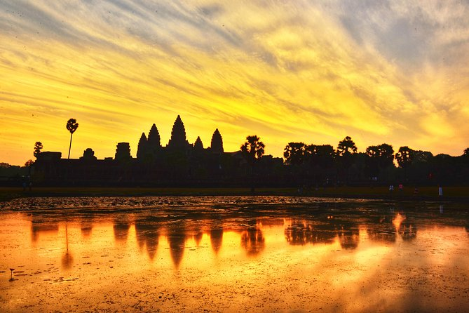 It's a very special and exciting day as you are ready to explore some of Angkor's most wonderful temples by bike. Is it a pleasant thing riding a bike across through a world heritage site, right? Let's discover the secret of the Angkor!<br><br>● A sightseeing tour in the historic heritage site by bike<br><br>● Ride among the jungle passing local village and local shop<br><br>● View the splendid sunset on the Bakheng Temple<br><br>● HASSLE-FREE round-trip transfer from Siem Reap <br>