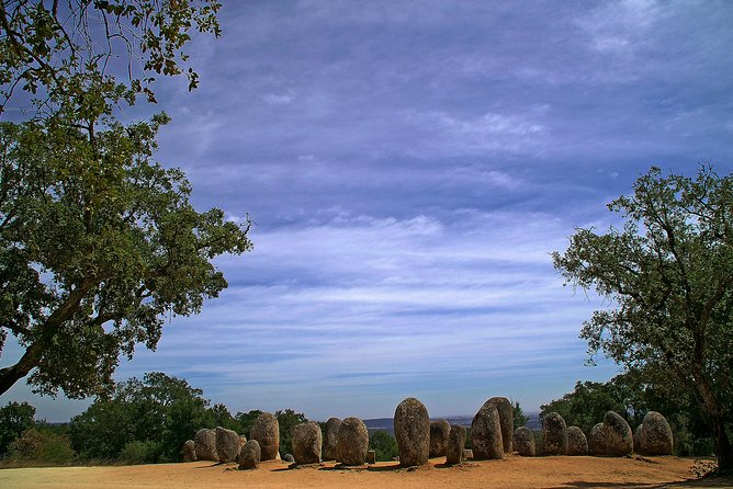 Evora Megalithic Tour<br><br>Unveil the secrets of the megalithic on a guided visit to prehistory in Alentejo: Almendres Cromlech, Almendres Menhir, Anta Grande do Zambujeiro (dolmen).<br><br>Évora, considered a World Heritage Site by UNESCO since 1986.<br><br>Here begins the preparation of your trip to this beautiful city in the heart of the Alentejo, the best way to visit this city is on foot, walking through narrow streets, white houses, to discover monuments such as the Roman Temple of Diana, built in the century II, the famous Chapel of Bones, Church of São Francisco, Évora<br>