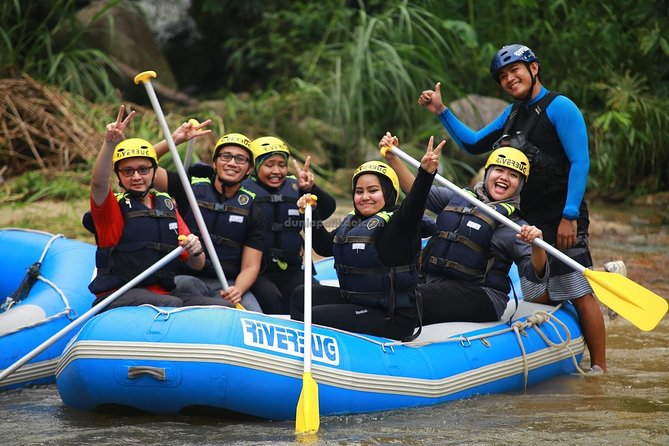 Our guided whitewater rafting trips take place on the Kampar River. Head to Perak and enjoy a safety briefing before stepping into your gear at Ulu River Lodge. Then, board your raft and hit nine big rapids across four miles (seven kilometers). Enjoy a delicious complimentary lunch before returning to your accommodation.<br><br>Highlights:<br>• Exciting Water Rafting at the Kampar River,Gopeng<br>• Professional Rafters will guide you worry free<br>• All safety and rafting equipment are provided <br>• Delightful Lunch included<br>• Hassle-free Kuala Lumpur hotel pick-up & drop-off