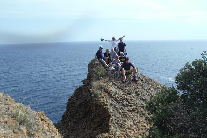 Come live a unique experience in the Calanques National Park, accessible to all.<br><br>Vertical activity, abseiling, zip line and rope climbing.
