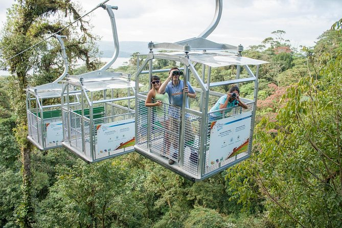Is a guided tour perfect for nature lovers. Is an excellent combination between walking in the exuberant rainforest of the Arenal area and the extreme adventure of the suspended bridges.