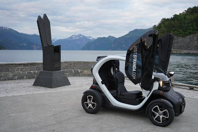 100% Eco-friendly 100% Freedom 100% Different. Our fun and easy-to-use electric cars is the best way to experience Stranda.<br><br>The electric car is a four-wheeler with two seats in tandem, created to share the experience with the one you want. Both seats are equipped with safety belts that protect both the front and the side.The cars are equipped with winter tires.<br><br>Panoramic view- The Twizy has a transparent roof.<br><br>Age limit driver: 18 years. Driver must have driver's license, passenger do not need. Remember, bring your valid licence. Children must be over 15 kg.<br><br>Storage: With 40 liter storage space you have free hands. In the two glove compartments in the instrument panel there is room for more than just gloves. Drinking bottles, sunglasses and other small items you may need on the trip can be placed here. The retention net holds things in place. The week's shopping bags can be put in a 50 liter storage bag that is secured and clamped on the back seat (accessory).