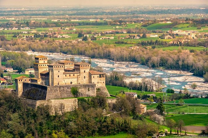 From Parma: Bike Tour Castle of Torrechiara with Lunch, Parma, ITALIA