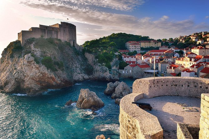 With our private transfer service you can enjoy optimizing your travel time and the comfort of our cars. <br><br> Our experienced local driver always has your safety and comfort in mind. From the beginning of the trip, when he picks you up in Split at your desired time and takes care of your luggage, until the end of your journey in your chosen location in Dubrovnik. Here begins your private stress-free trip full of wonderful authentic experiences and insights into the local culture. Our travel experts have chosen the most interesting sightseeing stops and top-rated attractions for you to choose from and enrich your journey. You will travel comfortably with a reliable driver who speaks English and has a good knowledge of the area. The only thing you need to do is relax while being taken care of.