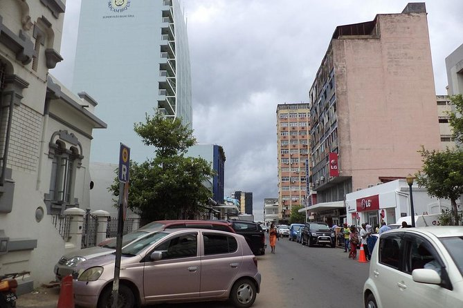 To know closely the secret corners of the city of Maputo and its inhabitants exploring their streets.