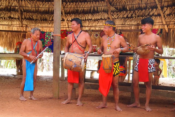 An unique experience where you can step back in time on a tour to visit one of the Emberá communities who still live in traditional villages deep in the rainforest of Panamá, besides the Chagres river inside The Soberania National Park. The Emberá people are proud to share their culture and traditions with visitors.