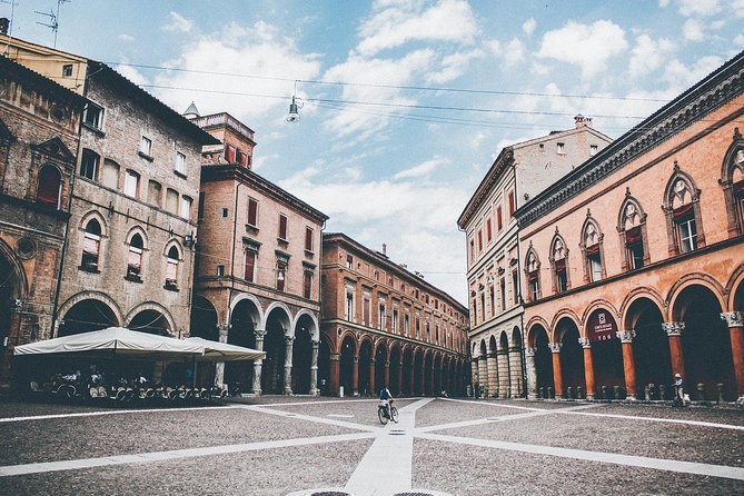 Bologna For Literature Lovers, Bolonia, ITALIA