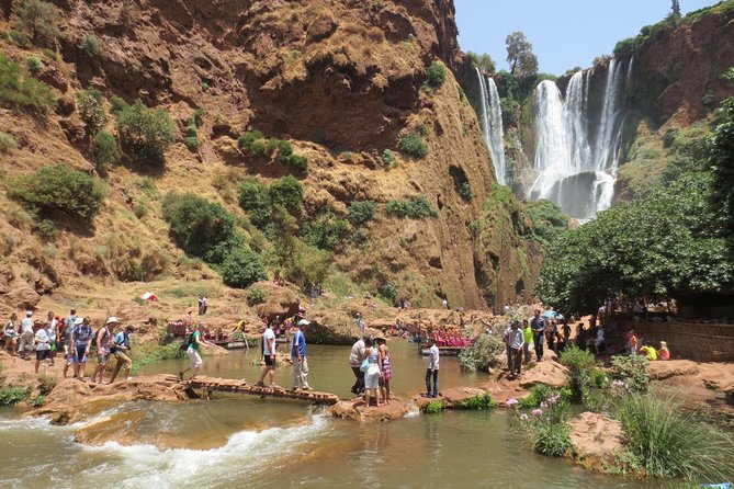 Meet of the Moroccan fauna and flora<br>Take the opportunity to explore the falls site at your own pace<br>Discover the most beautiful waterfalls of Morocco for over than 110 meters high<br>Enjoy a Moroccan traditional Tajine after a guided walking tour to waterfalls<br>Enjoy a full guided journey to the Middle Atlas Mountains<br>Discover the wild Barbary apes/wild monkeys