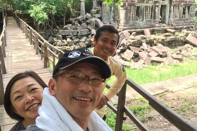 Beng Mealea is the most ruin temples in Siem Reap was abandon in the jungle and was built by the king who built Angkor Wat.