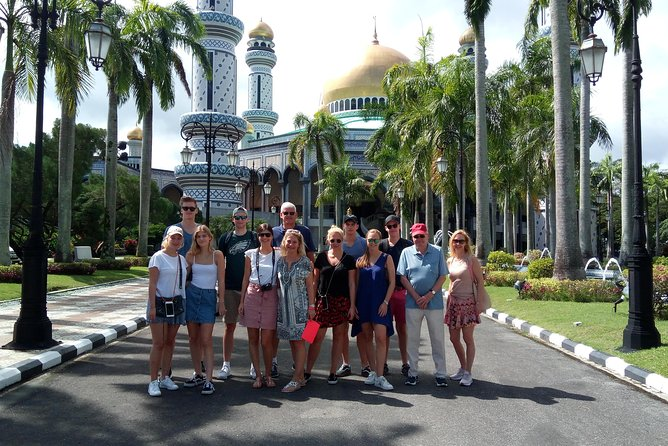 "On this ""popular"" half day tour gives you an introduction of Brunei's culture, tradition and history, with photo stop opportunities and visits at some of the interesting places in Brunei Darussalam.<br>"