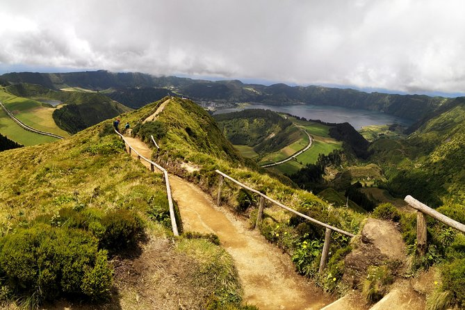 On this half-day tour of Sete Cidades, we take you to discover and explore unforgettable places, such as Lagoa das Empadadas, Lagoa do Canário, the viewpoints of Vista do Rei and Escalvado. Sete Cidades is a small parish that belongs to the municipality of Ponta Delgada on the island of São Miguel Azores, located inside the volcano's caldera and forming part of the largest volcanic complex, with the largest number of lagoons on the island of São Miguel. Sete Cidades is also the name of the largest freshwater lake on the island, where from different points it is possible to see the different shades of water in the same lagoon, being possible to see the blue and green of the lagoon, being considered as one of the Seven Natural Wonders of Portugal.