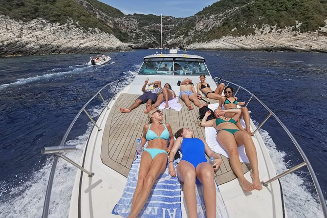 THE PLACES YOU'LL GO!<br><br>Blue Cave, Green Cave, Stiniva Cove, Blue lagoon Budikovac island, Palmižana bay<br><br>Tour highlights: <br>- equipped with toilet & shower <br>- free WIFI on board <br>- bluetooth music <br>- spacious sundeck <br>- inside comfortable seats <br><br>Max 12 persons on board.