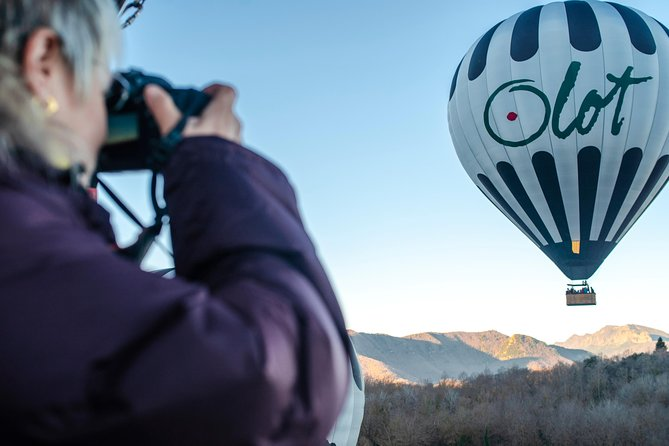 Come and enjoy a hot air balloon experience over Garrotxa Volcanic Zone Natural Park, one of the most interesting volcanoes areas in Europe.<br><br>A flight in a hot air balloon is a different way of travelling, float in the air, in pure peace and quiet. Enjoy the feeling of absolute freedom, perfect stillness and adventure.<br><br>Ideal for nature lovers and for those who are searching new sensations, a hot air balloon flight gives you a 360º bird's eye view of the landscape.<br><br>On clear days, the views stretch from Montserrat to the Mediterranean Sea, with the Pyrenees omnipresent in the background and the dormant volcanoes below.<br><br>The activity begins bright and early in the morning (between 07:00 a.m. and 8:00 a.m., according to the season) in Vol de Coloms facilities, next to Croscat volcano.