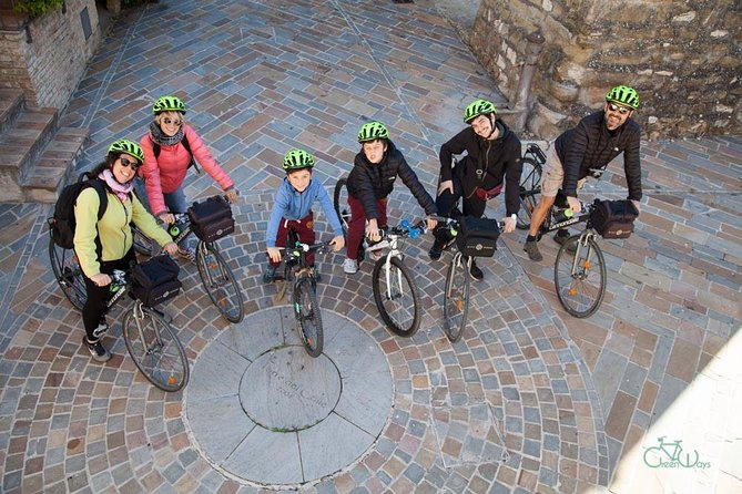 If you love food and cycling, this bike tour is your right choice! <br>Our Bike & Bite Tour is great way to explore our charming countryside and takes you off the beaten path to get a unique glimpse into daily life of this lovely area. <br>Starting from the hamlet of Torre del Colle we will descend to the walled Roman town of Bevagna. <br>Ride along the cobbled streets that trace the ancient amphitheater and then out into the Valle Umbra then on to a local farm-house to enjoy a delicious home-made lunch directly from the farm. Jump in the swimming pool during the hot summer days and relax with a fresh glass of wine surrounded by olive groves before making our back to the starting point. <br><br>