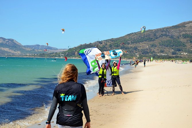 Enjoy your time in Tarifa learning kitesurf! Our staff is certificated by IKO / FAV, and we want to share our passion with you.<br><br>This kitecourse is available for Beginner, Intermediate and Avanced levels.<br><br>With this activity you will have equipment and instructor just for you. We will completly adapt to your level and will make you progress in no time!