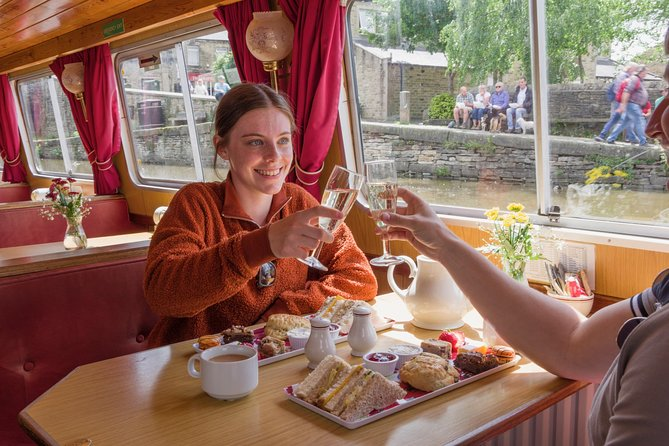 Relax on an afternoon cruise while enjoying sandwiches, scones, desserts, and drinks served on board.<br> • Two-hour afternoon cruise <br> • Fully licensed bar onboard
