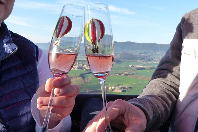 Exclusive VIP Hot-air Balloon Experience with True Catalonian Brunch as a local, Barcelona, ESPAÑA