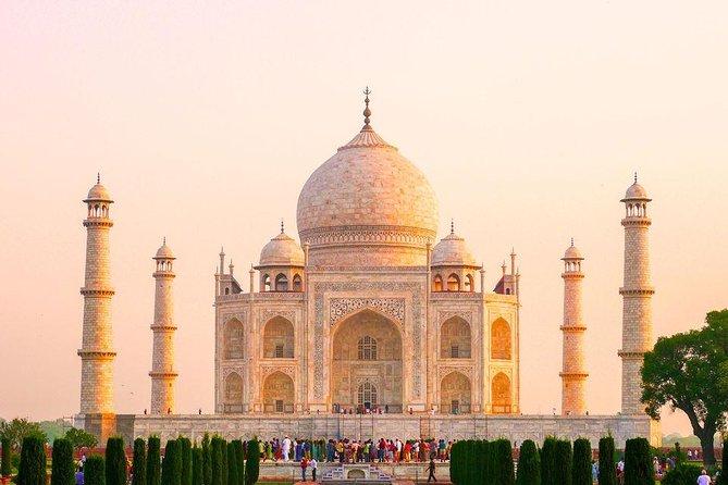 Tajmahal Overnight Tour with Christmas celebration, Nueva Delhi, India
