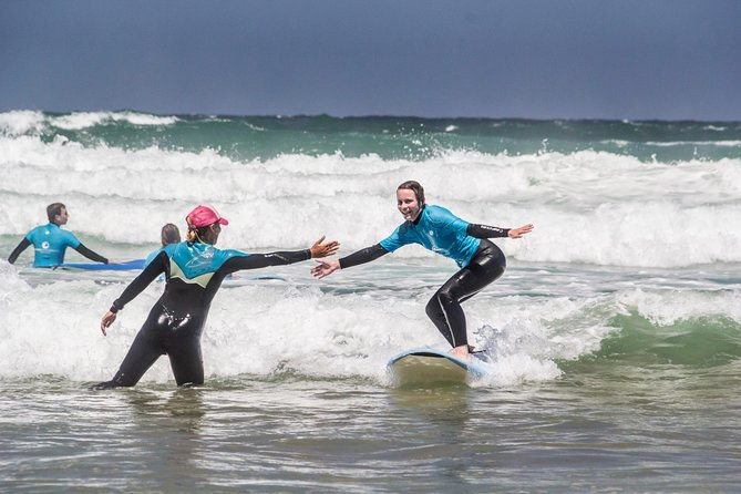 Surfs up in Portugal with this lesson for people of all ages. Discover the best of surfing in Sagres and take the full advantage of the surf school courses.