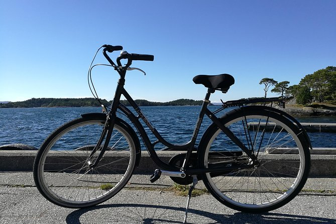 There's no public transportation on Svanøy, but with a bike you'll easily get around to see everything. You can pick up and return your bike at any time even outside business hours.