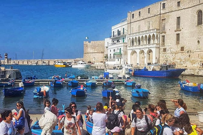 guided tour in Monopoli with a local tour guide that will lead you to discover the beauty of the city, its traditions, its legends and its gastronomy.
