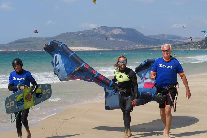 A kitesurflesson with Explora Watersports will change your life.<br>You will learn in a short period of time how to handle a kite, get pulled through the water and play with the elements wind & water.