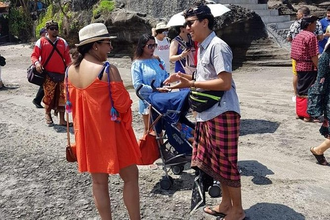 Monkey royal temple and tanah lot tour is a tour to explore the art villages, coffee making process, sacred Monkey Forest, balinese house, royal palace temple, and the beautiful temple on the ocean (tanah lot temple).