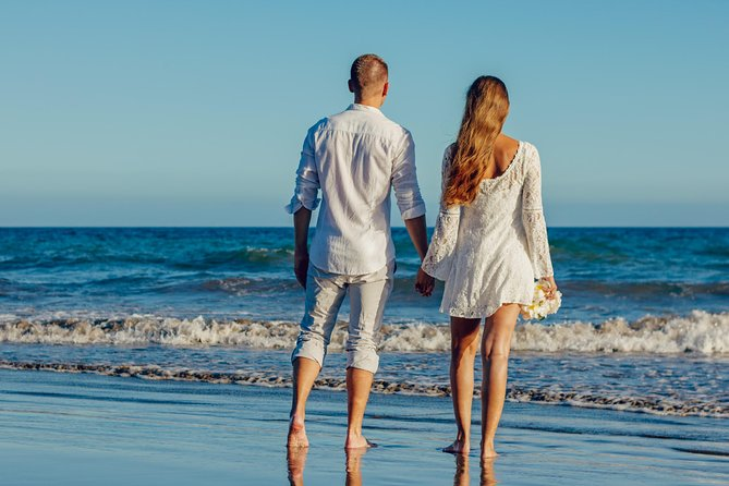 Enjoy a Waiheke Island weekend away with your loved one, complete with delicious food, a wine tour, great accommodation and an adventure activity.