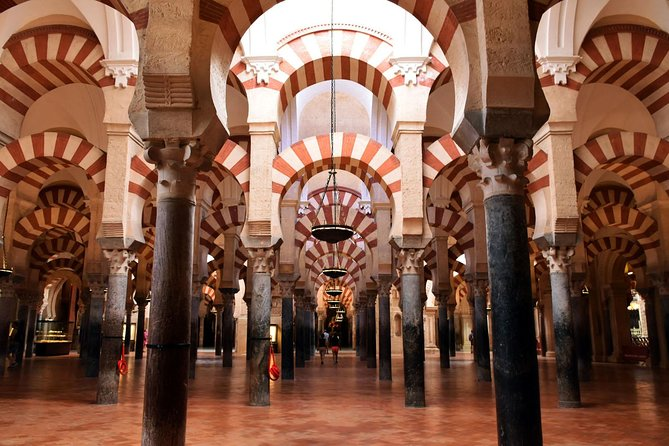 During this two hours guided tour you willvisit the Mosque-Cathedral, the most important monument of Córdoba. Then you will take a walking tour of the Jewish Quarter accompanied by a historian guide.