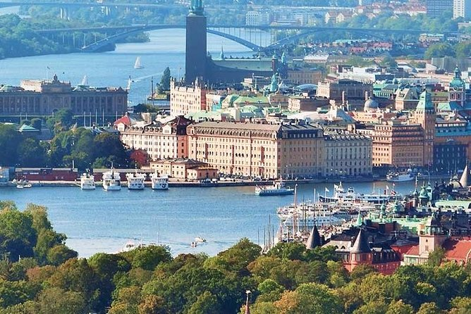Beautiful Stockholm is Sweden's largest city and one of Europe's most charming capitals. With historic architecture, a vibrant arts scene, delicious culinary offerings of all kinds, and famously friendly people, Stockholm really is a must-visit for urban travelers from around the world. <br>This tour will allow you to see all the most famous sights of Stockholm, as well as visit the two most popular museums of Scandinavia, accompanied by a personal guide on a comfortable car