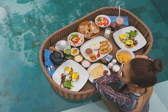 Get something unique in having your breakfast in Floating pool breakfast with tropical vibes in Café Cabina Bali! Wear your swimsuit and start your day by enjoying a floating breakfast with delicious dishes and beverages menu. On the menu, they offer a delectable mix of local and western mains. The beautiful interior with nature atmosphere around you will make your breakfast much memorable. Don't forget to bring your camera to snap you moments so you'll get enough stock photos to post on your Instagram. Delicious meals and beautiful scenery will made your day!