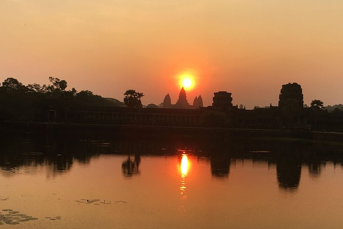 Sunrise of Angkor Wat is the unique Sunrise in the world that the sunrise behind Angkor Temple everyday and after enjoying the amazing views of Sunrise continue to explore Angkor Wat and escape from crowded at the temple before continue the explore famous temple in Angkor Archaeological as Angkor Thom, Bayon and Ta Promh temple and and another main temples of Angkor complex.