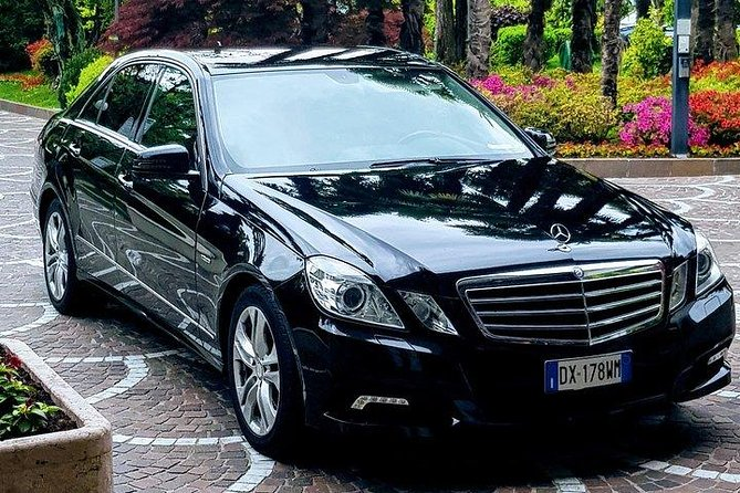 Book your Private Departure Transfer from Providence hotel or any address to New York's JFK International Airport.<br><br>Don't go through all the hassle of waiting in a long taxi or shared shuttles queues and use our private, door to door airport transfer.<br><br>Your driver will be waiting for you at a scheduled time and you will travel comfortably to your destination.<br><br>• Meeting with a Nameplate<br>• We track your Flight<br>• Door-to-door Service<br>• No Hidden Charges<br>• Clean cars & Professional drivers