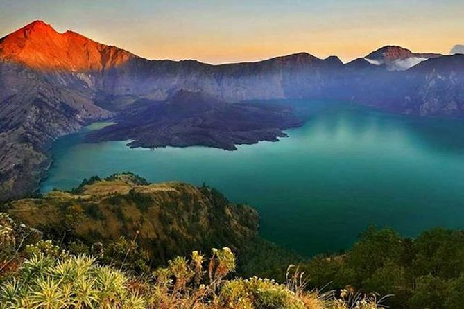 Mount Rinjani tour is one of the top activities in Lombok or in Indonesia! This tour will bring you to the one of spectacular views, we called Senaru Crater Rim, it is also called as the second summit of Rinjani by the views<br><br>