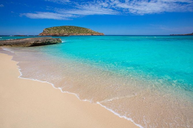 Ibiza: Snorkeling tour, water mat, swimming beach and caves, Ibiza, ESPAÑA